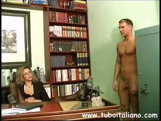 Piss; italiensk female sjef
