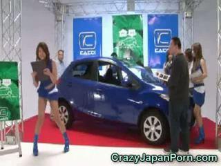 Invisible guy fucks اليابانية فتاة في سيارة عرض