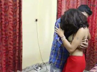 Desi milf's gjinj fondled vërtet i vështirë nga salesman ## hindi nxehtë i shkurtër film
