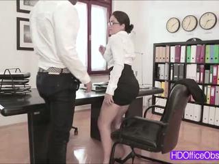 Caliente secretaria valentina nappi follada por su jefa dentro la oficina