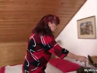 Lewd mother-in-law toying henne barbert kuse deretter takes hans kuk