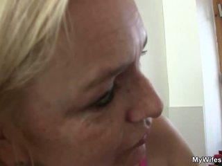 Tuổi cô gái tóc vàng seduces con trai trong pháp luật