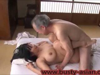 Muda buah dada besar jepang gadis kacau oleh tua orang http://japan-adult.com/xvid