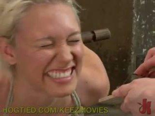 Punishing heiß blond muschi
