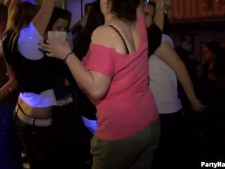 Yong נערה מזוין קשה לאחר dance