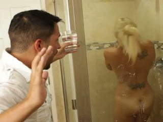 Blond kena beib charlee chase loves keppimine sees bathrooms