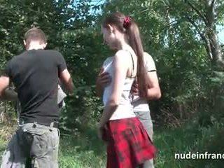 Αδύνατος/η γαλλικό κορίτσι του σχολείου βαθιά πρωκτικό pounded σε τρίο έξω