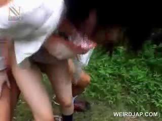 Fragile asiatique écolière getting brutally baisée dehors