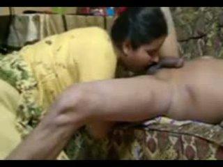 Tikras indiškas pora šūdas intensely į namai su nuleidimas