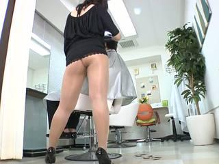 Reiko nakamori szexi barber -ban harisnyatartó