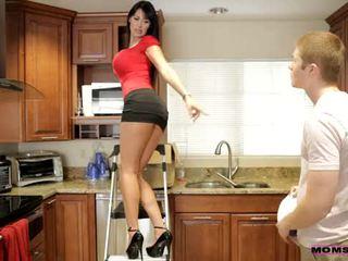 Moms teach sikiş - her boyfriend jizzed on her moms süýji emjekler
