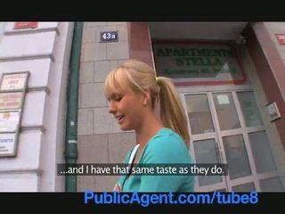 Publicagent đẹp cô gái tóc vàng fucks tôi trong của tôi xe hơi