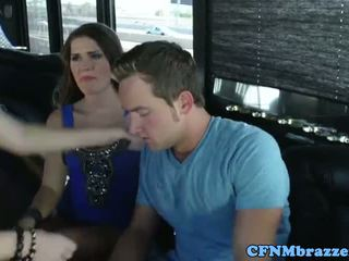 Abby عبر tugging كوك مع friends