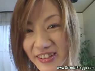 Asiatisk babe er getting extremely kåt