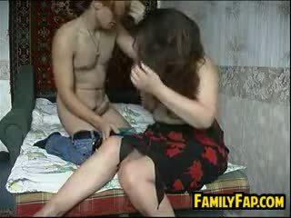 俄 母親 在 法 gets 性交