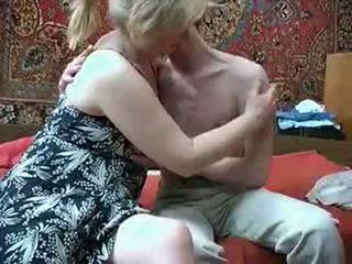Γριά μαμά με από russia