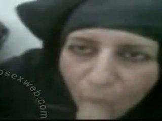 Hijabi 成熟 arab 打击 工作
