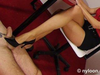 Nailonas pantyhosed sekretorė gives dulkinimas su batais ir masturbavimas pėdomis