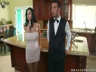 Domineering μητέρα που θα ήθελα να γαμήσω που orders αυτήν butler