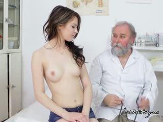 Piękne gejza jest gotowy na jej egzamin z the dobry doktor