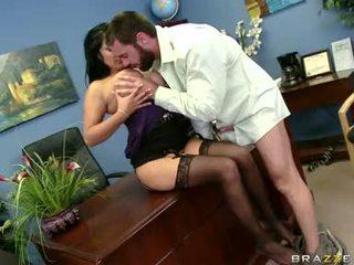 Sexually excited sophia lomeli gets তার মুখ busy engulfing একটি কঠিন মানুষ ললিপপ
