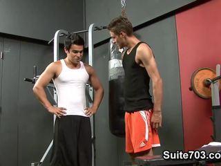 Cody springs receives insurubata de chad davis în the sala de forta