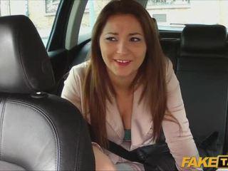 Frumusica amator pays sex pentru taxi călătorie