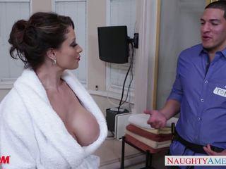 Arrapato mamma eva notty gives spagnoletta