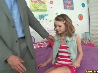 Молодий школярка kasey chase вибирати вгору її вчитель
