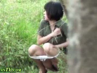 亞洲人 sluts piss outdoors