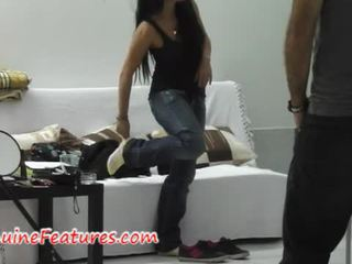 Monika shows ji skills na the první odlitek