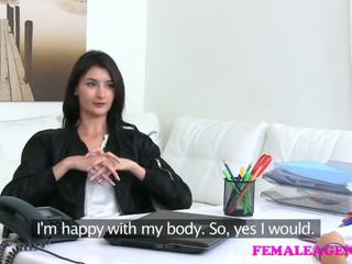 Femaleagent agent fucks quente masturbação modelo com grande dildo