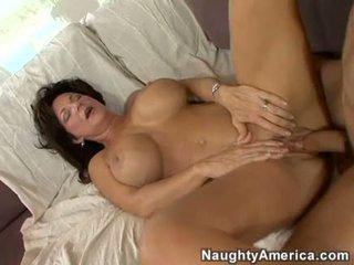 Hooters milf deauxma gets um fresco load de ejaculações em dela boca