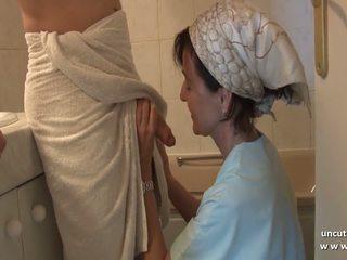 Frans mam seduces jong guy met groot lul en gets.