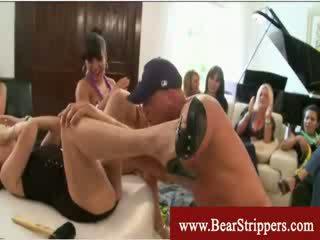 Cfnm samenerguss aus ein bär stripper