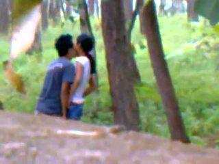 Desi ガールフレンド アウトドア クソ とともに boyfriend