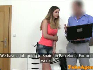 Fakeagent britské naivka s veľký kozy fucked podľa nový euro agent video