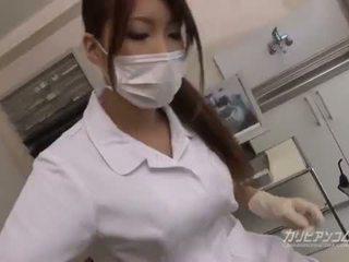 Gros seins docteur nana baise avec son heureux patient