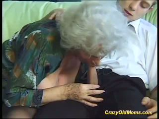 Povekas hullu vanha äiti needs vain tuore vahva cocks