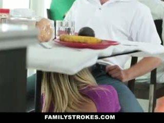 Gia đình strokes- step-mom teases và fucks step-son