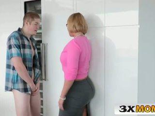 성숙한 큰 젖꼭지 엄마는 내가 엿 싶습니다 educates 그녀의 비탄 딸 - 3xmom.com