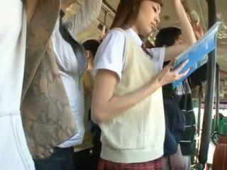 Kaori maeda has 她的 热 阴道 pie fingered 在 一 公 总线