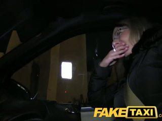 Faketaxi rubia gets su kit apagado en taxi cab - porno vídeo 481