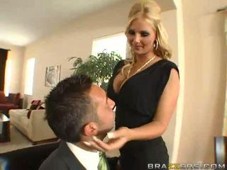 Удивителни голям бюст блондинки съпруга с голям дупе gets задник toyied с а стъкло дилдо