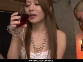 美尻, 日本の, 接吻