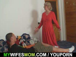 Esposa finds ele a foder mãe em lei e gets insane