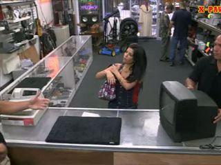 Pervert pawnkeeper futand o fierbinte cubanez puicuta în the pawnshop