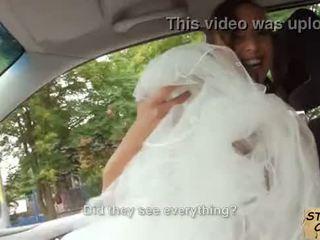 Stranded כלה fucks ב חתונה gown על ידי stranger