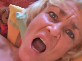 Saggy бабуся gets a добре трахання !