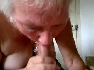 Vovó chupar jovem caralho e obter ejaculações em boca